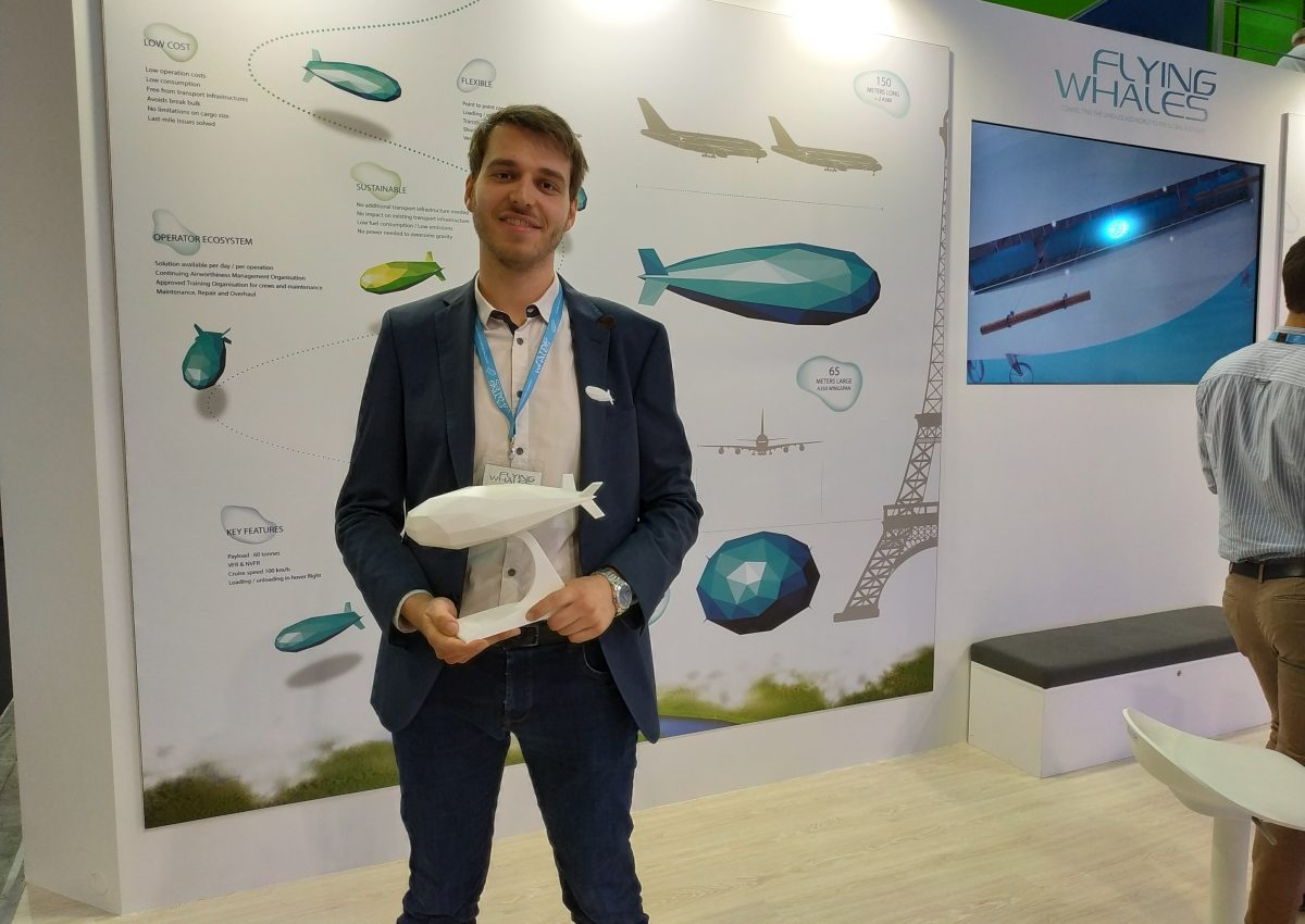 Nicolas Weisse, ancien de Supméca au Salon du Bourget, sur le stand de Flying Whales