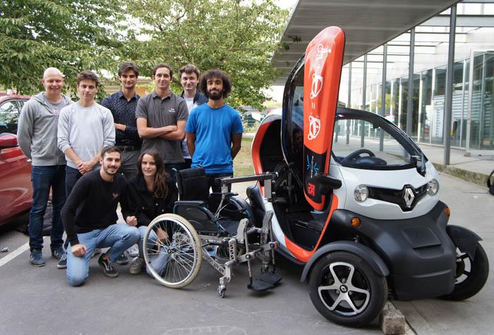 La team SupTwizy devant leur prototype